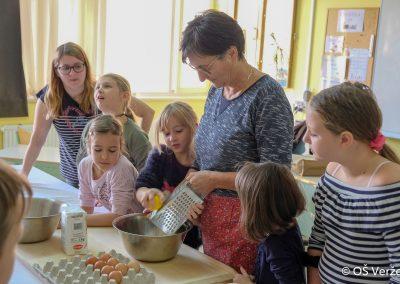Peka prazničnih piškotov in izdelava novoletnih okraskov - OŠ Veržej 16