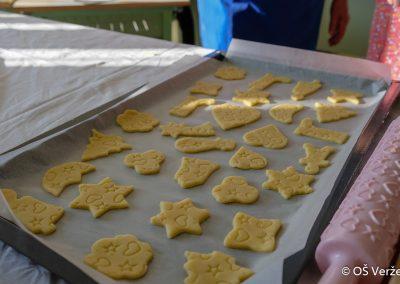 Peka prazničnih piškotov in izdelava novoletnih okraskov - OŠ Veržej 43