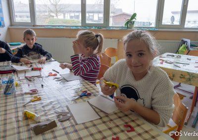 Peka prazničnih piškotov in izdelava novoletnih okraskov - OŠ Veržej 86